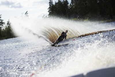 Ambjörnarps vattenskidklubb har en bra anläggning och åkare i Sverigetoppen