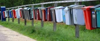 Postlådor i en lång rad