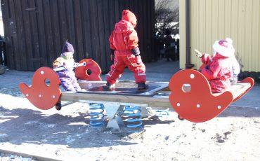 Gungbräda på en lekplats