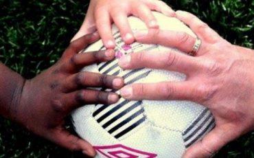 Händer på boll