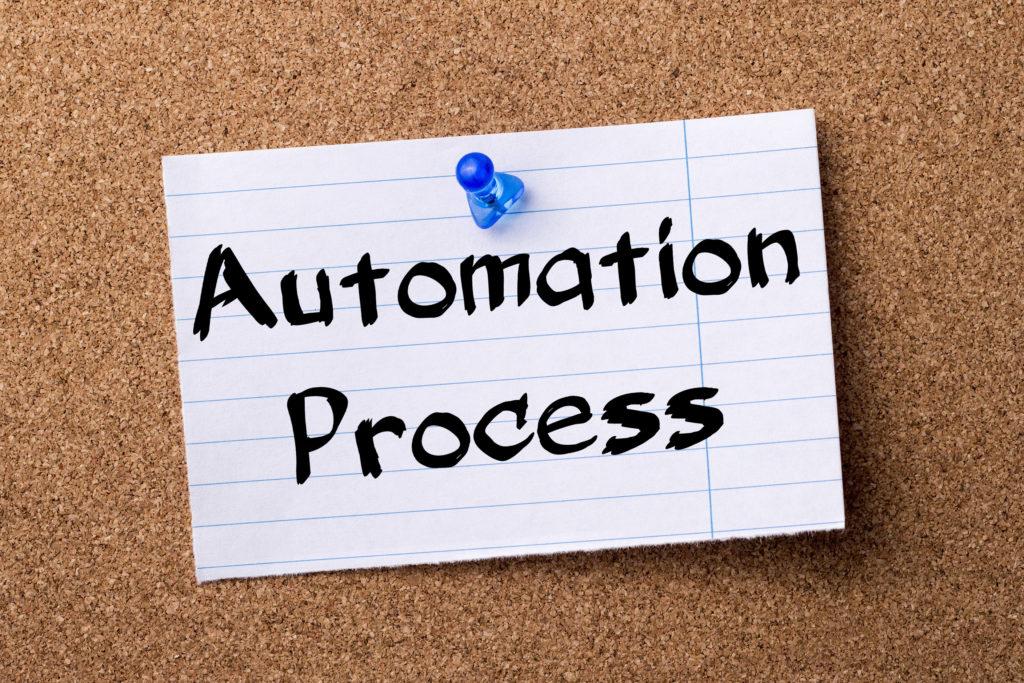 Lapp på anslagstavla med texten Automation Process