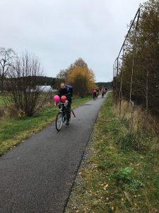 Cyklister med ballonger