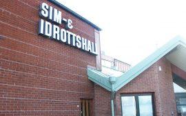 Fasaden på sim- och idrottshallen