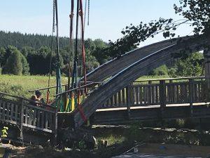 Bron i Uddebo lyfts upp