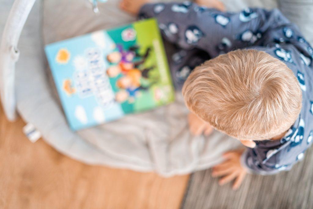 Ett barn och en bok