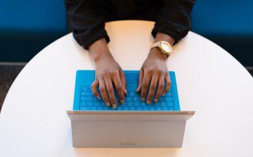 dator och händer