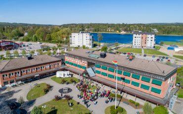 Flygbild över kommunhuset i Tranemo.