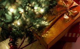 julklappar under granen