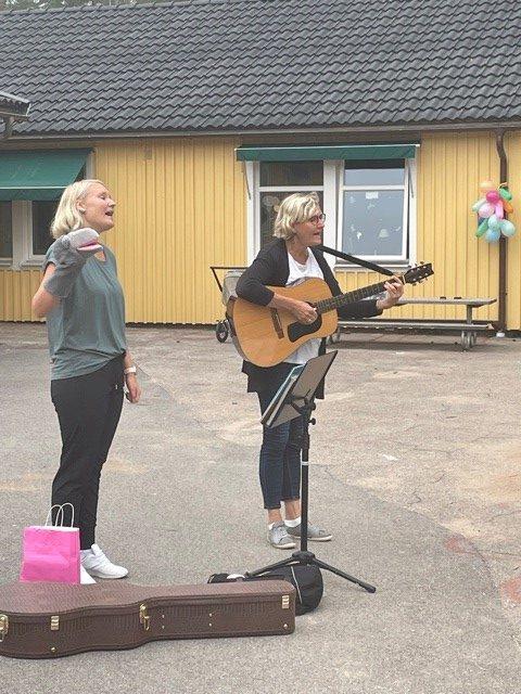 Musikanter spelar och sjunger